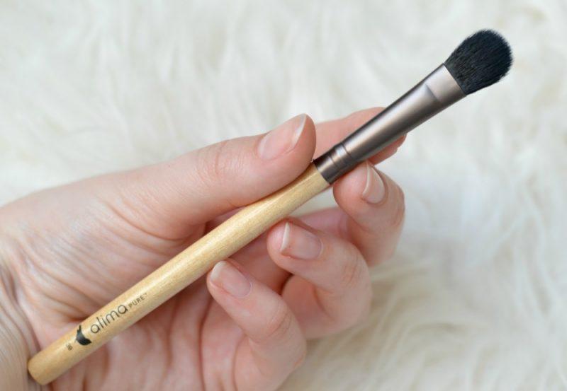 Review Alima Pura large eyeshadow brush