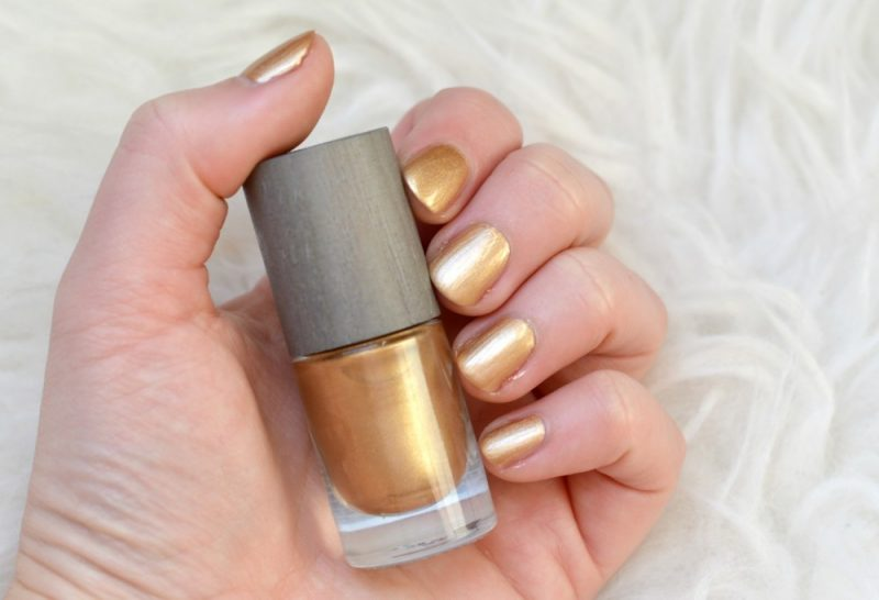 Boho solar gold nagellak swatch