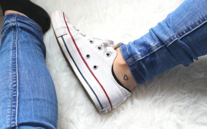 Minimalist tattoo enkel